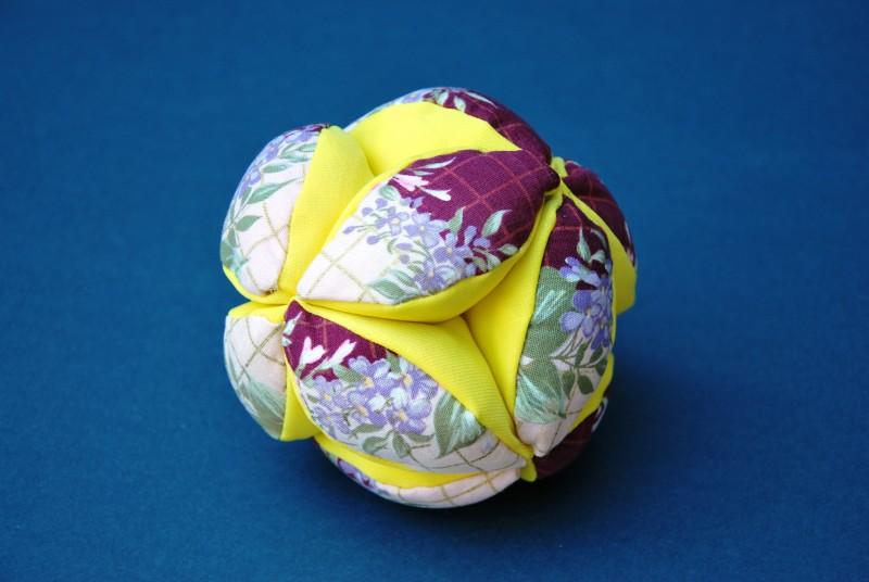 Image de présentation du jeu Balle prehensible tissu fleuri  - cliquez pour agrandir